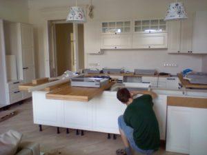 збір кухні та кухонних меблів